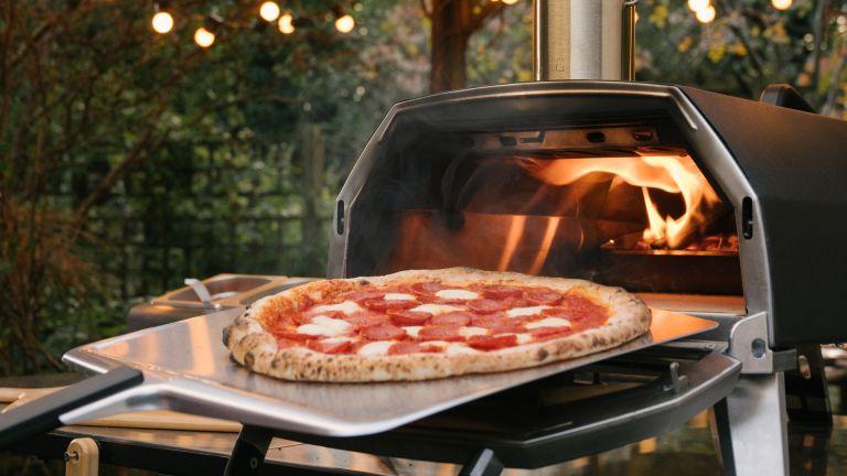 best pizza oven: ooni karu 16