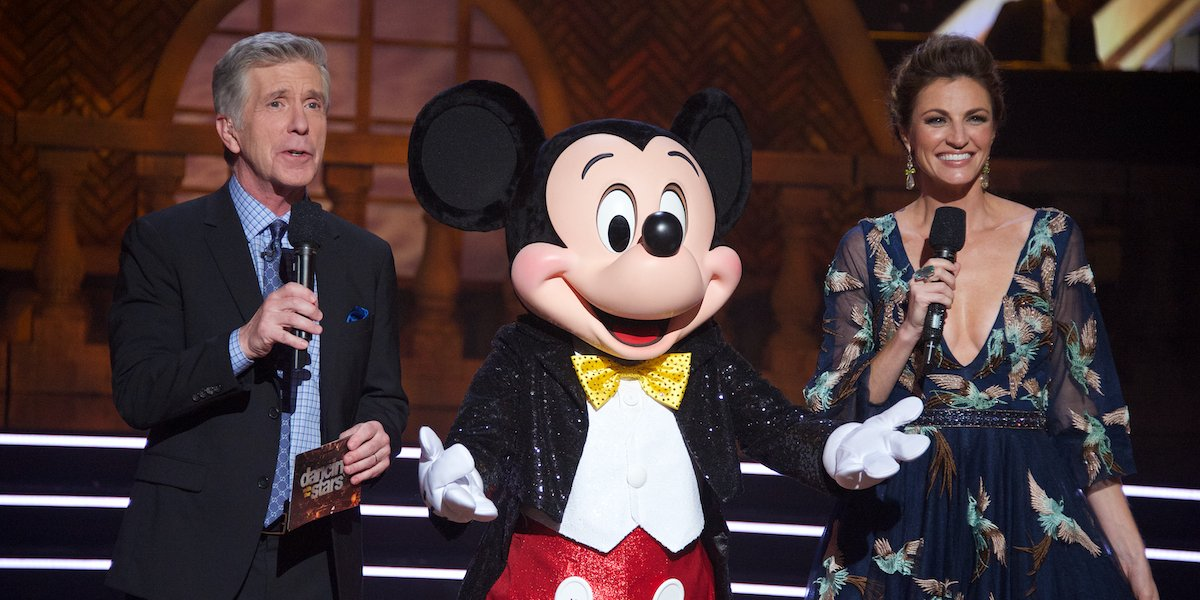 dancing with the stars tom bergeron erin andrews mickey mouse