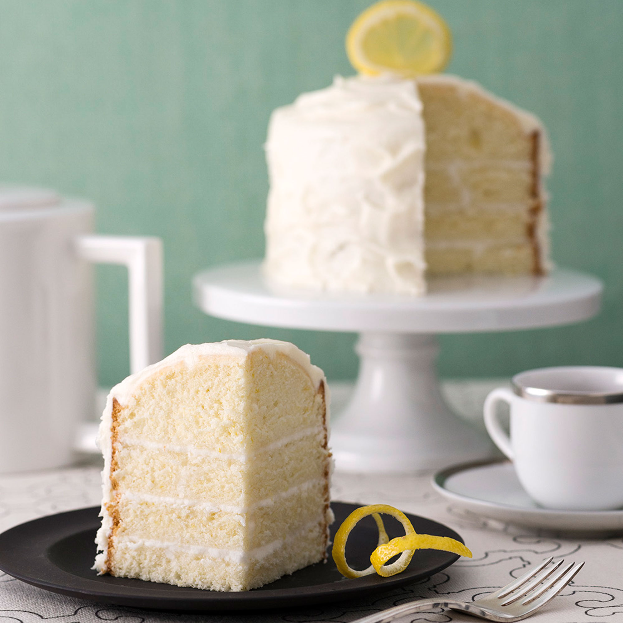 Lemon sorbet fans will adore this tiny lemon sorbet cake perfect for summer parties