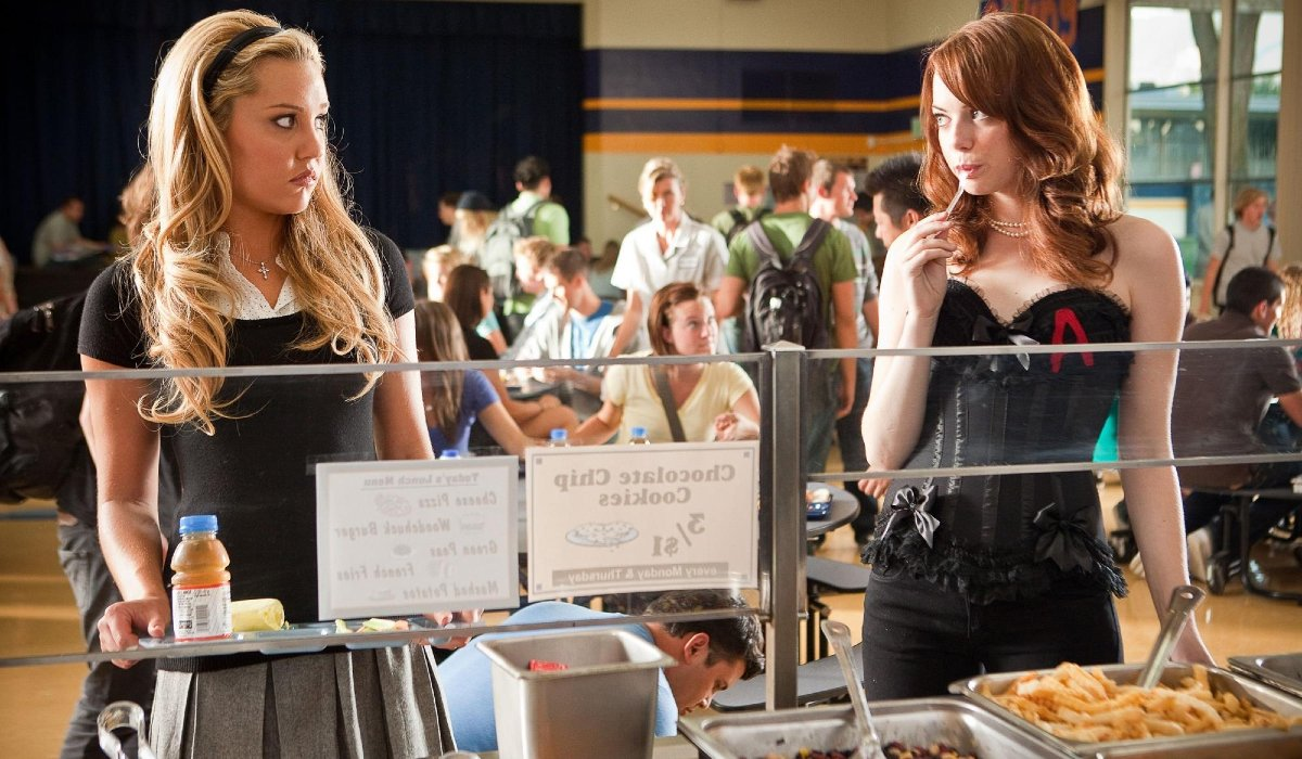 Easy A Emma Stone taunts Amanda Bynes in the lunchroom