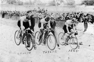"""Major Taylor held at the start with Iver Lawson and Willie """"Boy Wonder"""" Fenn, Sr in the Newark Velodrome, 1901"""