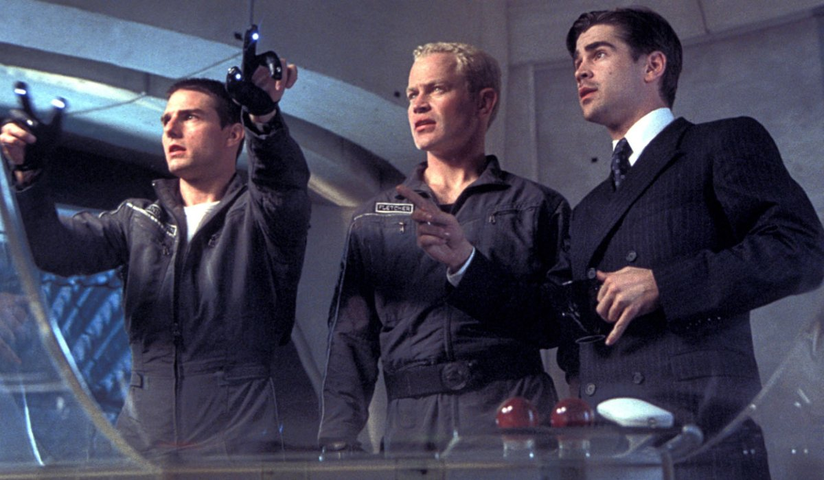 Minority Report Tom Cruise shows Neal McDonough and Colin Farrell something on his future monitor