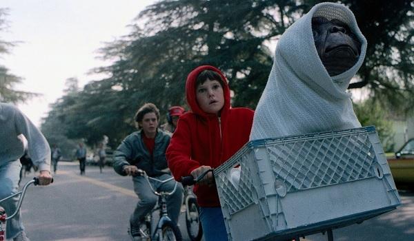ET: The Extra-terrestrial bike chase Henry Thomas