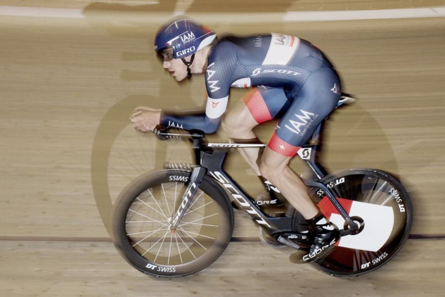 Matthias Brändle preparing for his attempt on the hour record