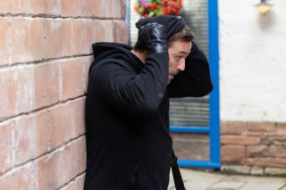 Warren Fox is going to rob Price Slice in Hollyoaks