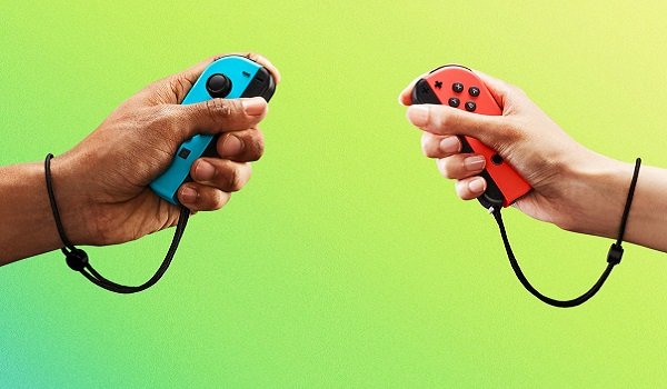 hands holding Switch joycon controllers