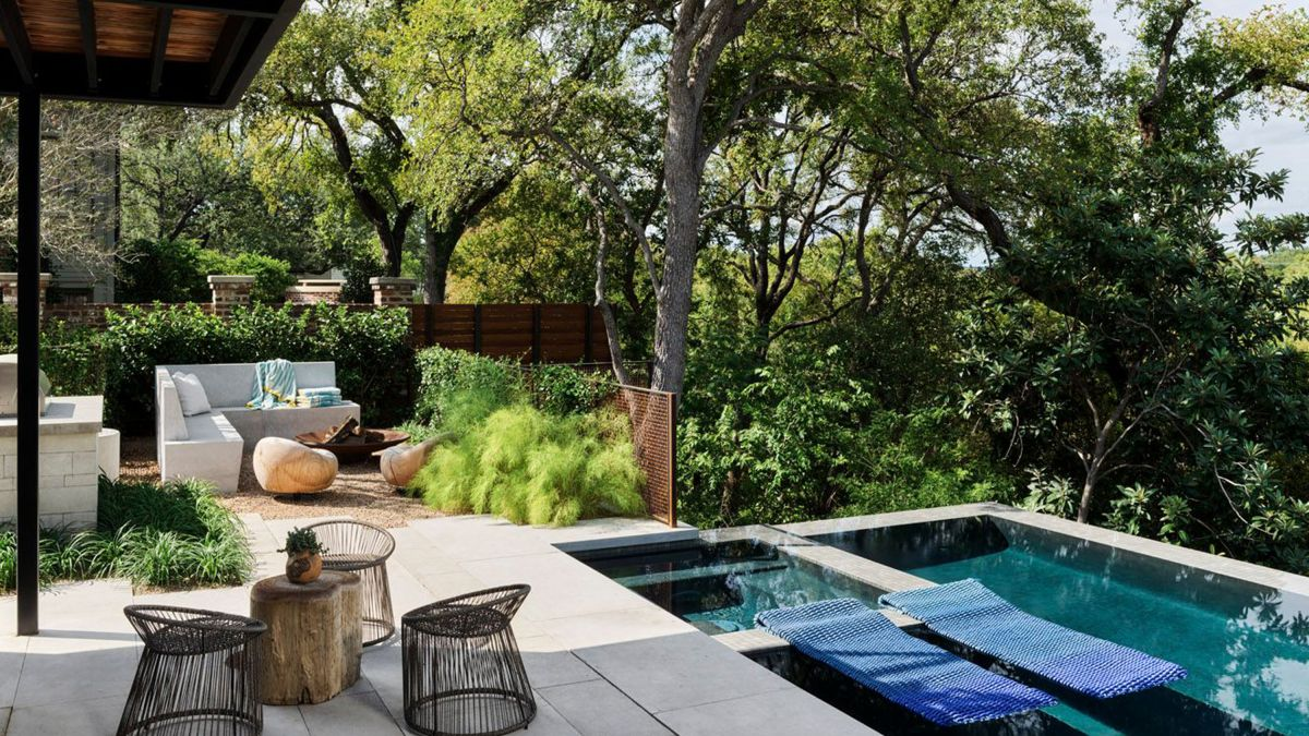 This spectacular outdoor space in Austin showcases the broken plan gardens trend