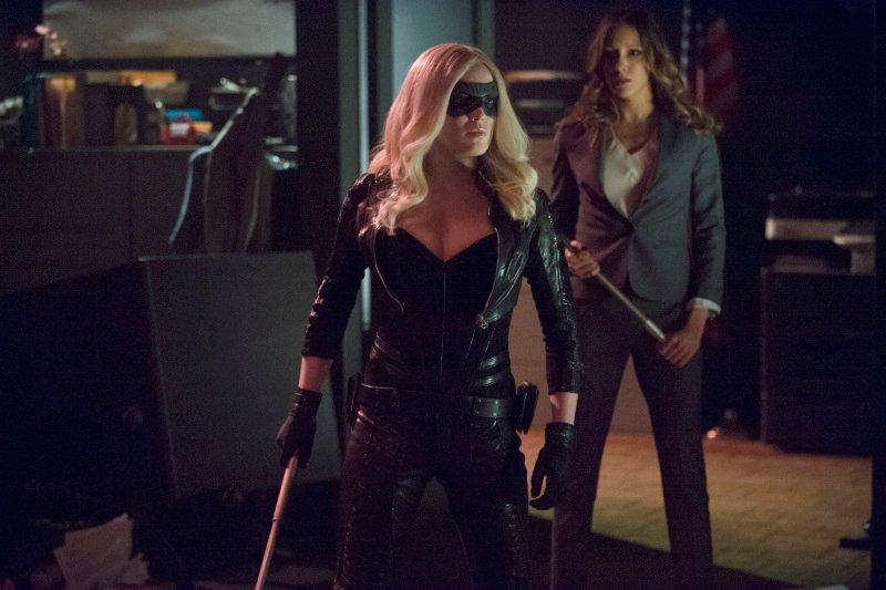 Arrow 'Birds Of Prey' Photos And Episode Description Tease An 'Epic Battle' #30884