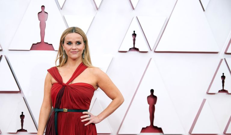 Reese Witherspoon wallpaper curtain combo