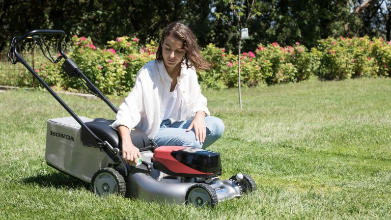 Honda IZY HRG 416 XB lawn mower review