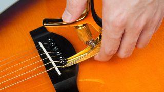Guitto Revolver capo pulling acoustic guitar bridge pins