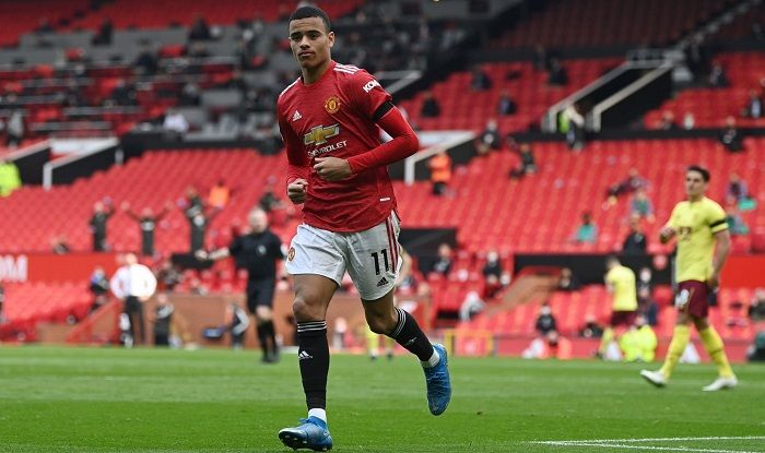 Late goals hand Manchester United all three points against Burnley