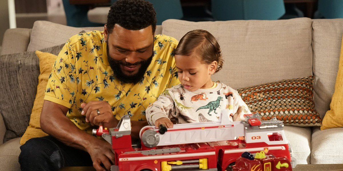 Anthony Anderson in black-ish