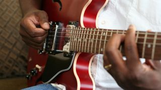 Beginner guitar: how to play chord tones