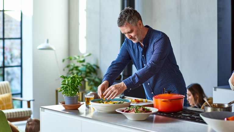 Man using a portion size guide