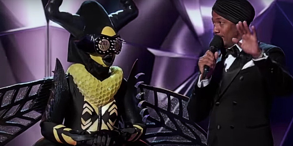 Nick Cannon and Gladys Knight as The Bee on The Masked Singer
