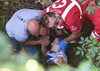Remco Evenepoel (Deceuninck-Quickstep) Crashed during the descent of the Sormano in Il Lombardia