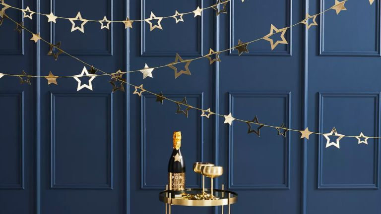 New Year's decorations: Ginger Ray Gold Star Garland Bunting