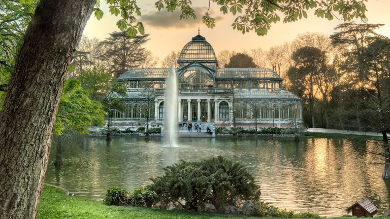 crystal palace in buen retiro park spain