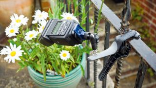 Photo hack: make a flash clamp for off-camera strobe photography