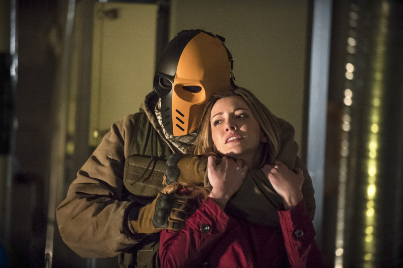 Arrow Season 2 Finale Trailer And Photos Show Heroes, Tension And Big Trouble For... #31261