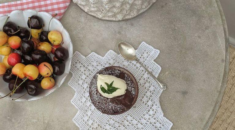 energy saving recipes: Laura Jackson Molten chocolate cherry cake