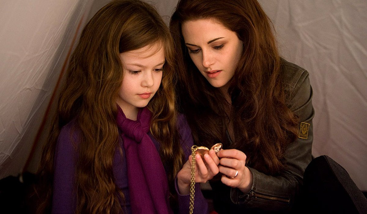 Renesmee and Bella Swan in Twilight Breaking Dawn Part 2