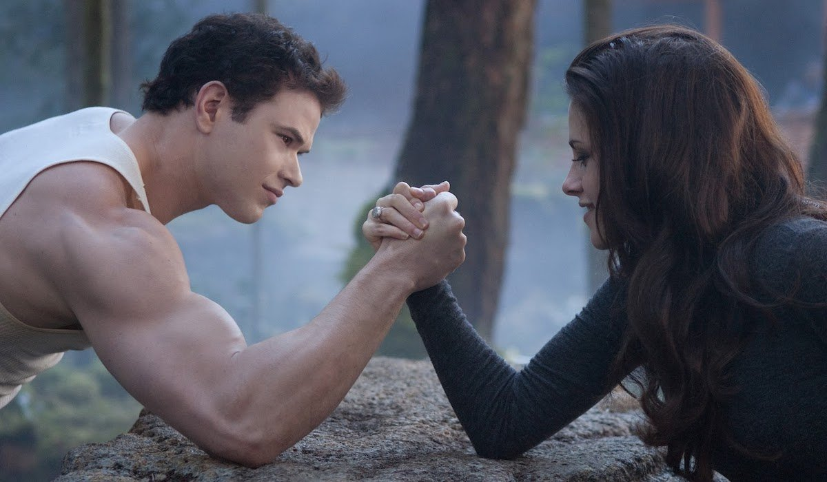 Kellan Lutz and Kristen Stewart in Breaking Dawn`