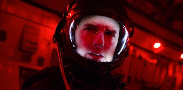 Tom Cruise gets ready to Halo jump in Fallout