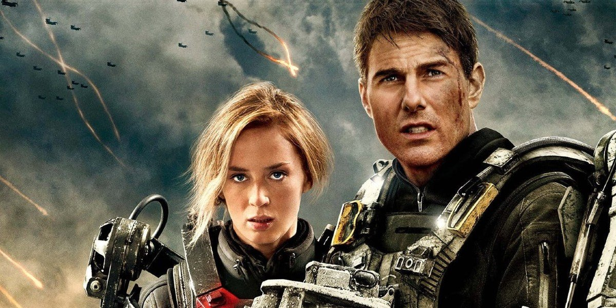 Edge of Tomorrow Emily Blunt and Tom Cruise stand on the battlefield
