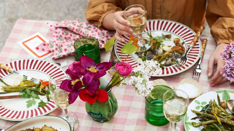 summer lunch recipes - Table with flowers