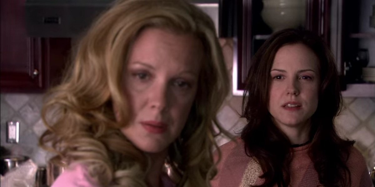 Mary Louise Parker and Elizabeth Perkins in Weeds