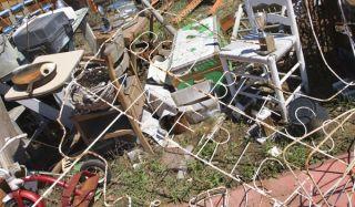 messy-junk-100818-02