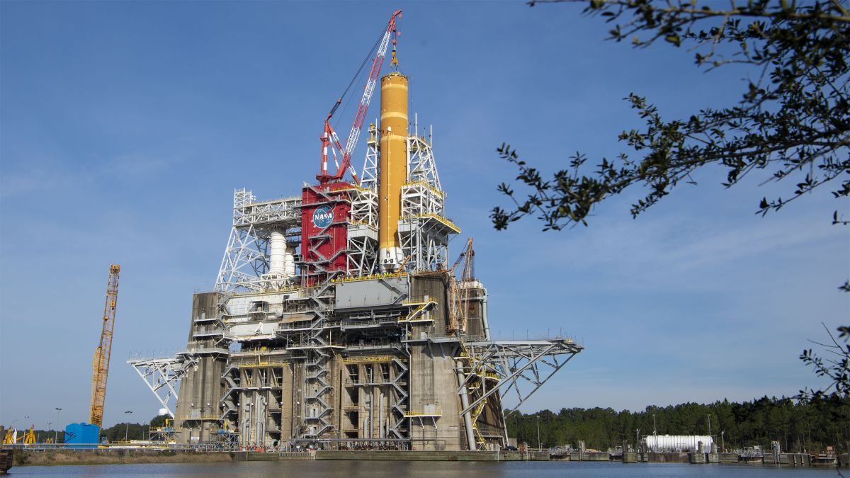 NASA will soon fire up the most powerful rocket ever built – Livescience.com