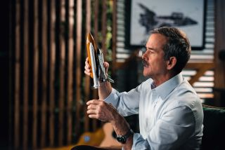Chris Hadfield shares his knowledge of spaceflight in an online class.