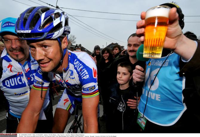 Fans offer Boonen a beer following the 2009 Kuurne-Brussel-Kuurne