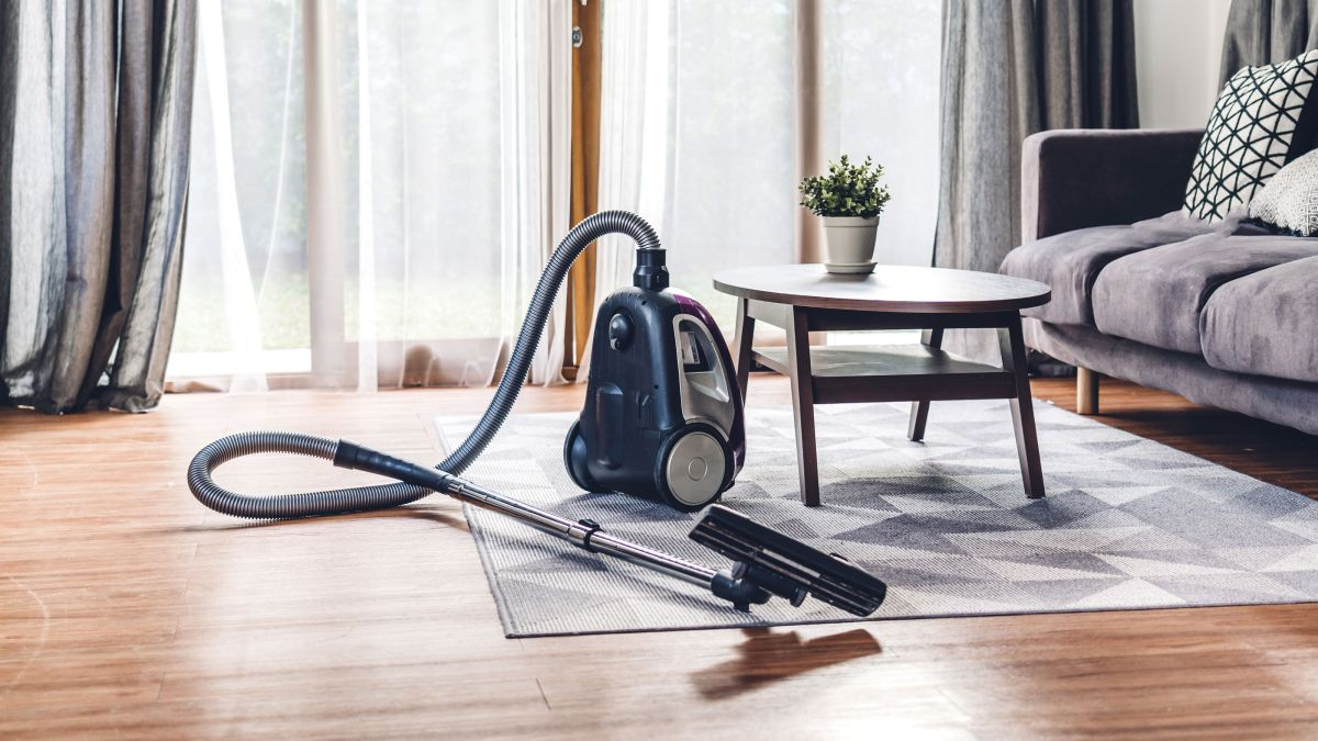 This is the best way to vacuum to reduce your hay fever symptoms at home