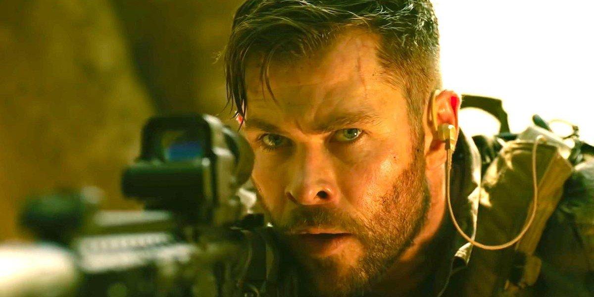 Chris Hemsworth in Extraction (2020)