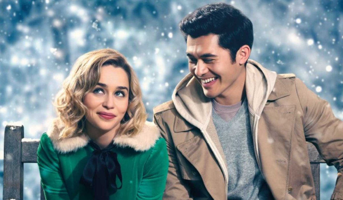 Last Christmas Emilia Clarke and Henry Golding on a bench in the snow