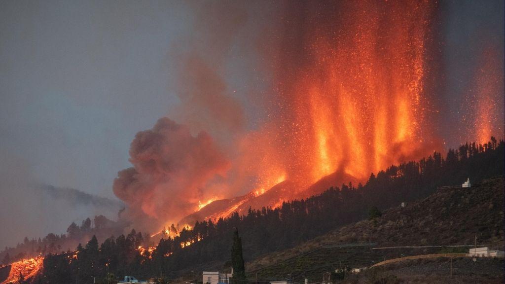 La Palma volcano spews lava hundreds of feet in the air, but don't expect a 'mega-tsunami'