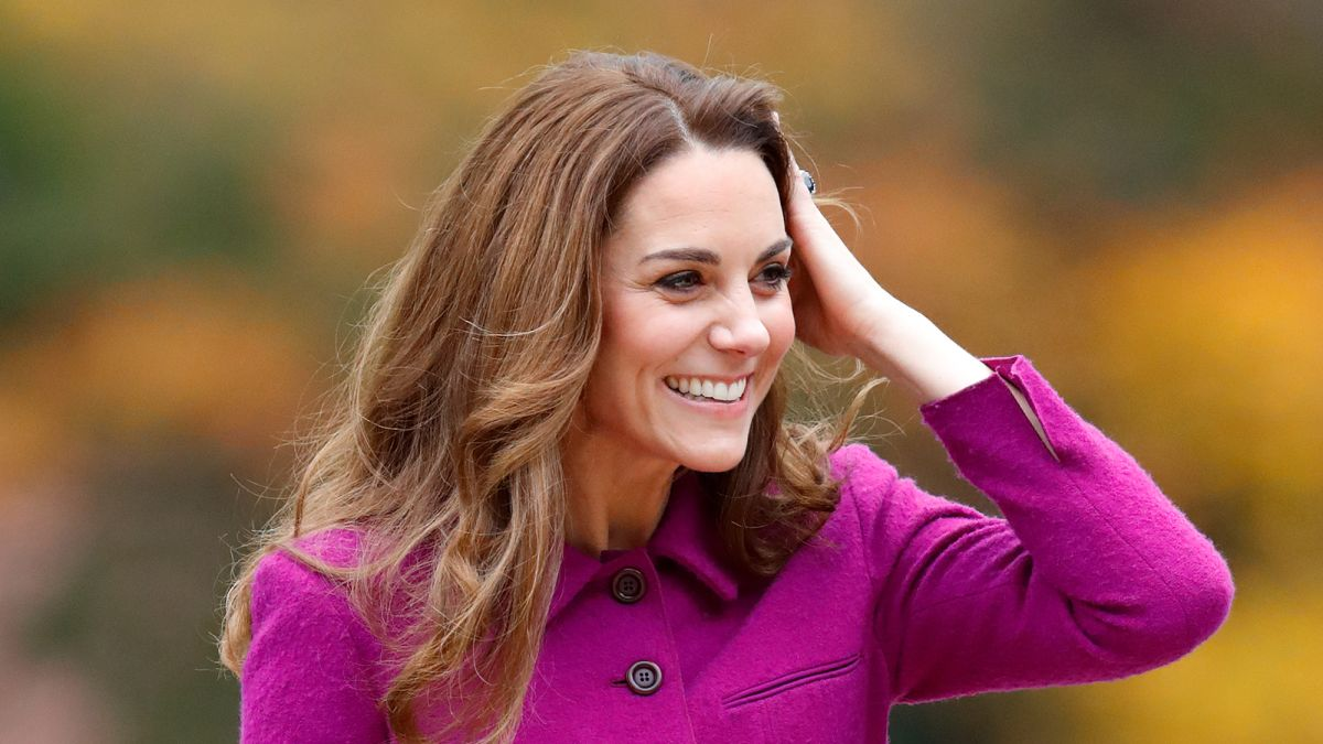 Duchess Catherine is a big fan of this organic Rosehip face oil and it's amazing!