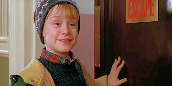 Home Alone 2: Lost In New York Macaulay Culkin making an a quick exit