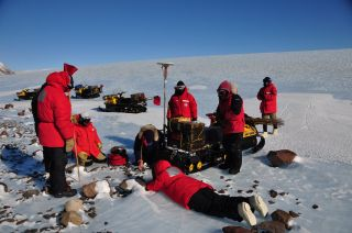 Antarctic Search for Meteorites 2014-15 expedition