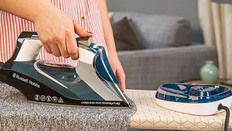 Russell Hobbs Cordless One Temperature 26020 Steam Iron review