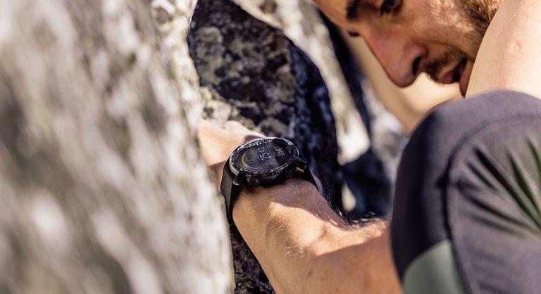 Man wearing Polar Grit X Pro while rock climbing