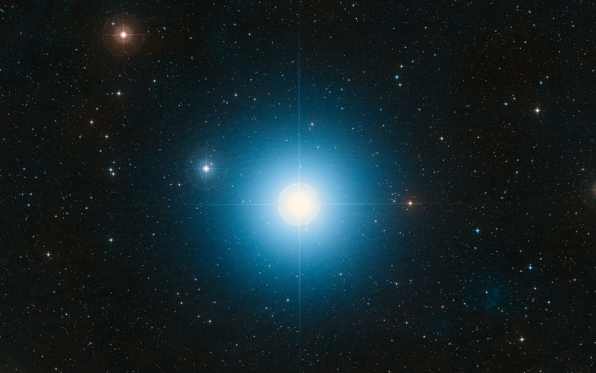 Fomalhaut, 'Royal' Star of Autumn, Swims with the Southern Fish