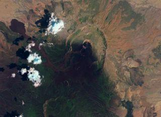 nabro1-eruption-111003