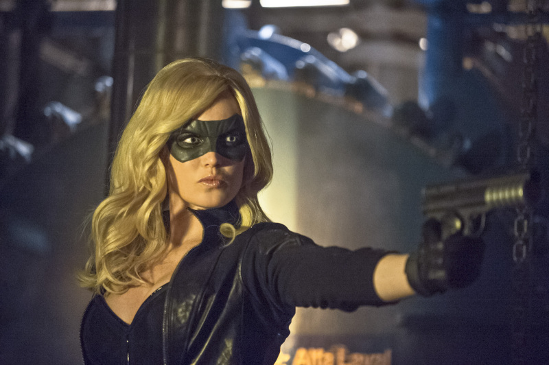 Arrow Season 2 Finale Trailer And Photos Show Heroes, Tension And Big Trouble For... #31263