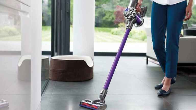 This Dyson Dc59 Cordless Vacuum Cleaner Is A Steal At 163 139