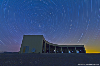 A dark-sky timelapse photo of the MiddleDrum fluorescence telescope station.